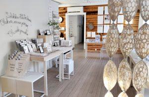 Paperivalo shop on tunnelmallinen designputiikki Karungissa