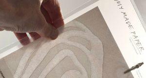 Paperivalossa valmistetaan käsin paperia ja desigtuotteita