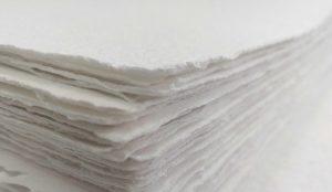 Käsintehtyä paperia valmistetaan Tornionjokilaaksossa