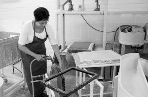 Paperivalon studiossa valmistetaan käsin paperia