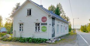 Paperivalo shop & cafe sijaitsevat 25 km Torniosta pohjoiseen päin